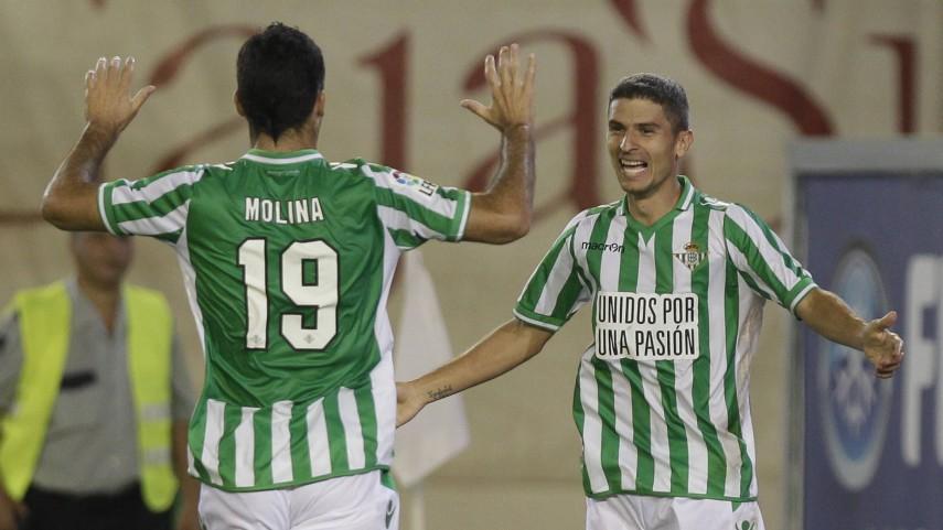 Salva Sevilla se fractura un hueso de la mano izquierda