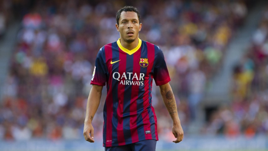 Adriano, baja ante el Ajax