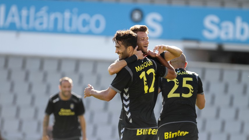 Las Palmas deja sin liderato al Deportivo