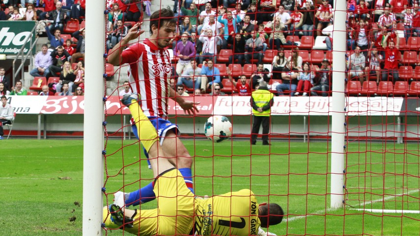 El Jaén, primer equipo en puntuar en El Molinón