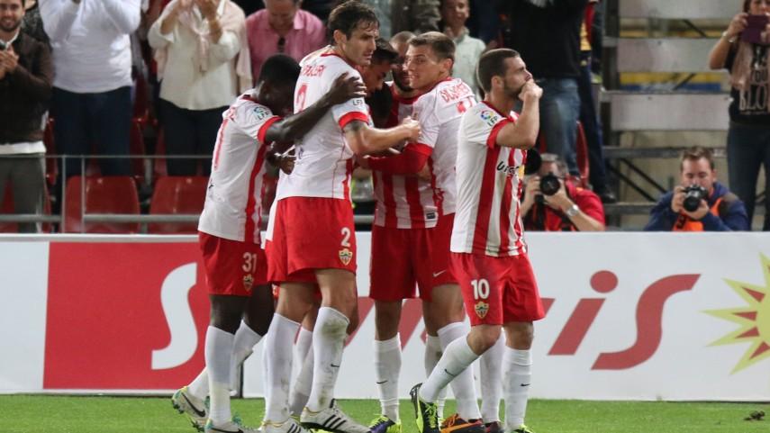 Michel Macedo amplía su contrato con el Almería
