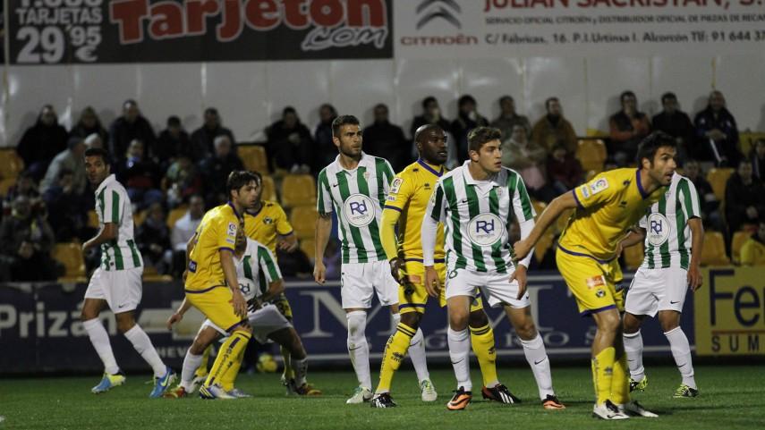 Los postes de Santo Domingo niegan el gol