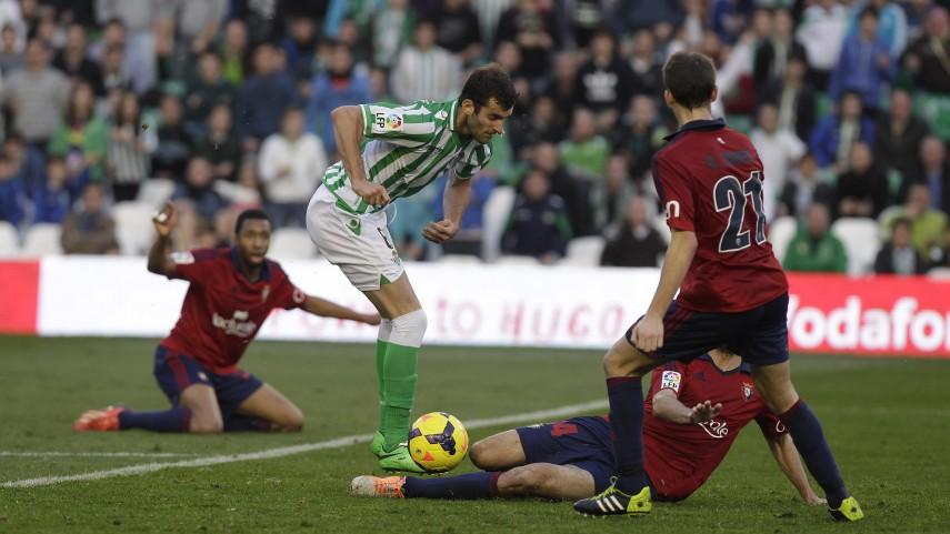 Osasuna aprovecha los males del Betis