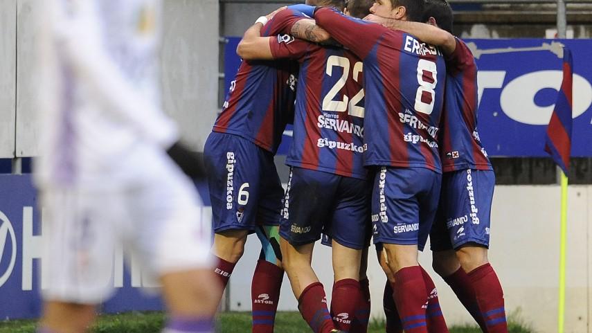 El Eibar abre la brecha en la Liga Adelante