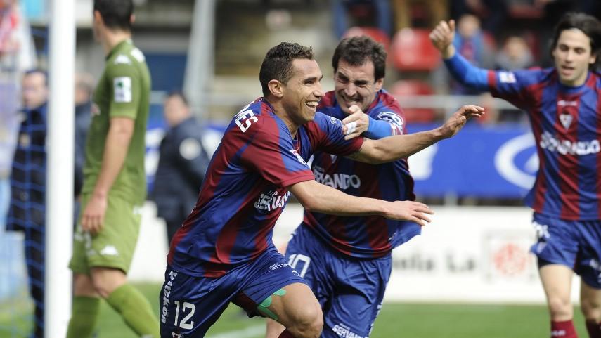 Eibar y Deportivo mantienen el pulso en la Liga Adelante
