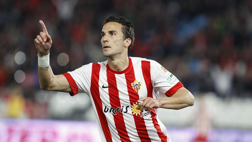 El Almería reina en un festival de goles