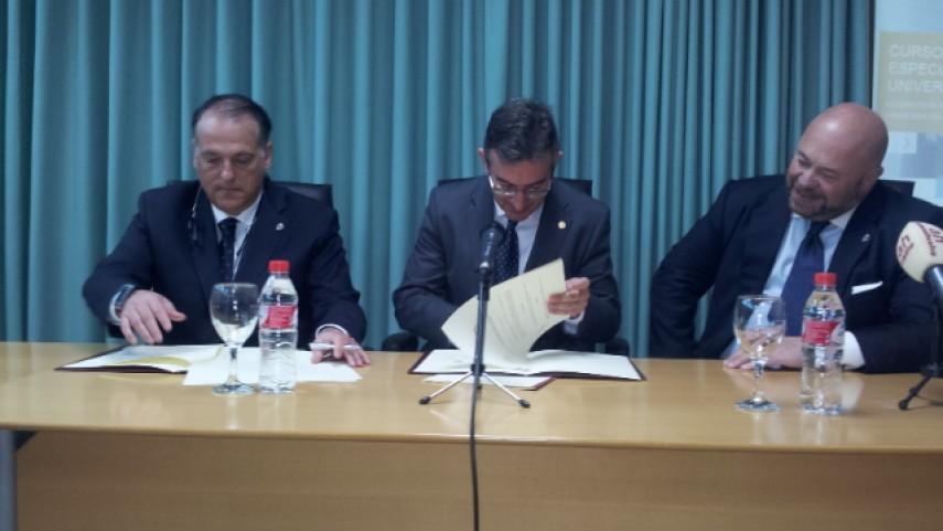 La actualidad jurídica del fútbol español centra la presentación de la 'Cátedra Decano'