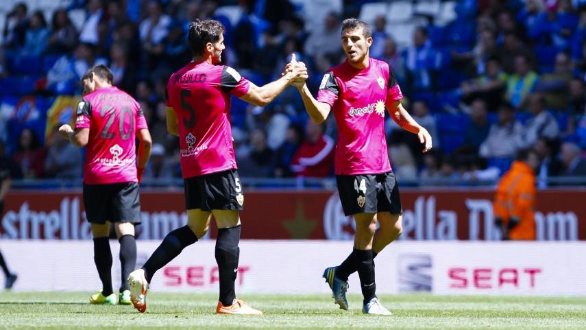 Fran Vélez firma con la UD Almería