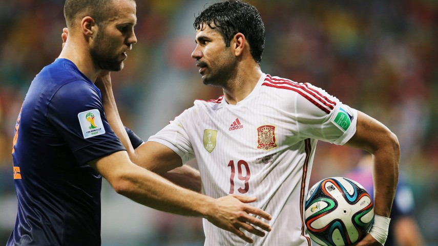 España debuta con derrota