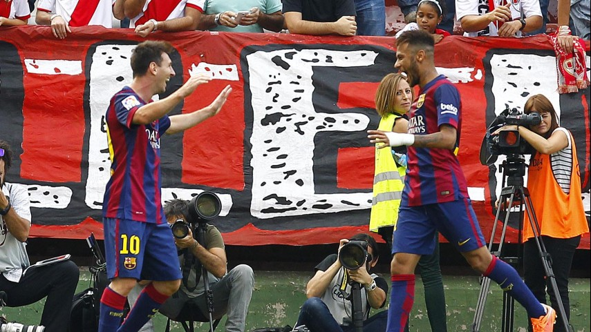 Messi y Neymar guían al Barcelona en Vallecas