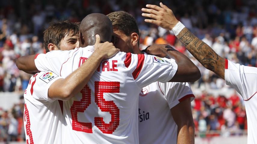 M'Bia lidera al Sevilla con un doblete