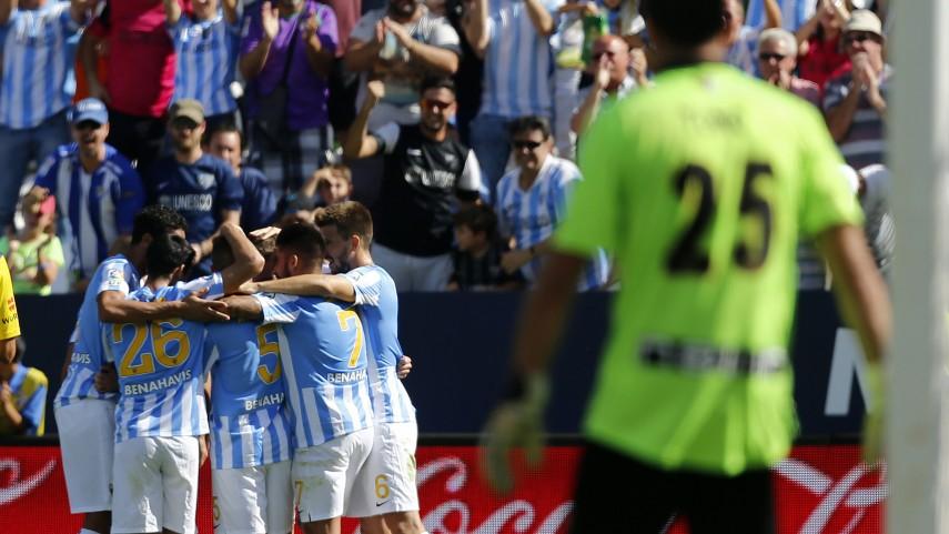 El Málaga supera con claridad al Rayo