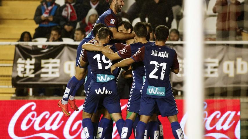 Arruabarrena decide un choque frenético en Vallecas