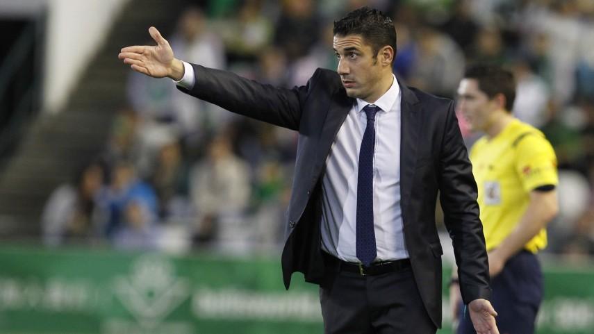 Julio Velázquez deja de ser entrenador del Betis