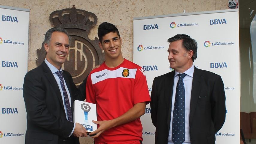Premios BBVA: Marco Asensio, mejor jugador de la Liga Adelante en octubre