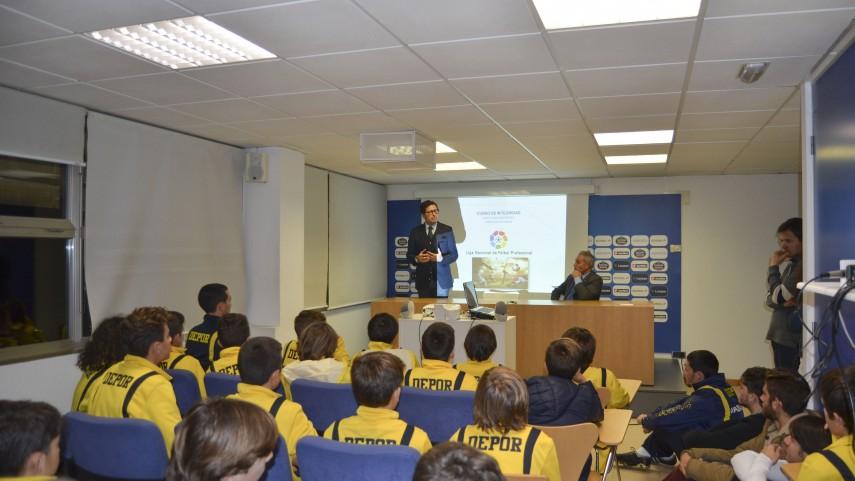 Los talleres de integridad de la LFP visitan al Deportivo