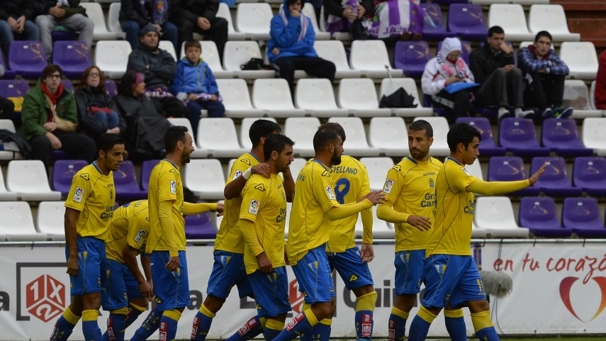 Las Palmas se aferra al liderato