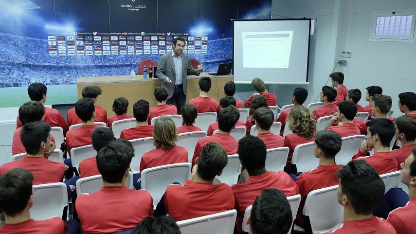 El Sevilla recibe el Taller de Integridad de la LFP