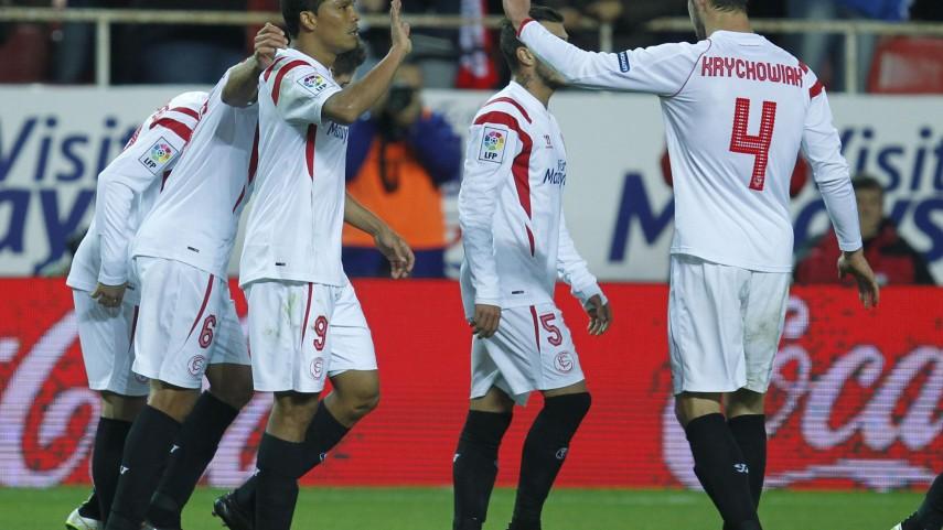 Bacca y Denis Suárez iluminan al Sevilla