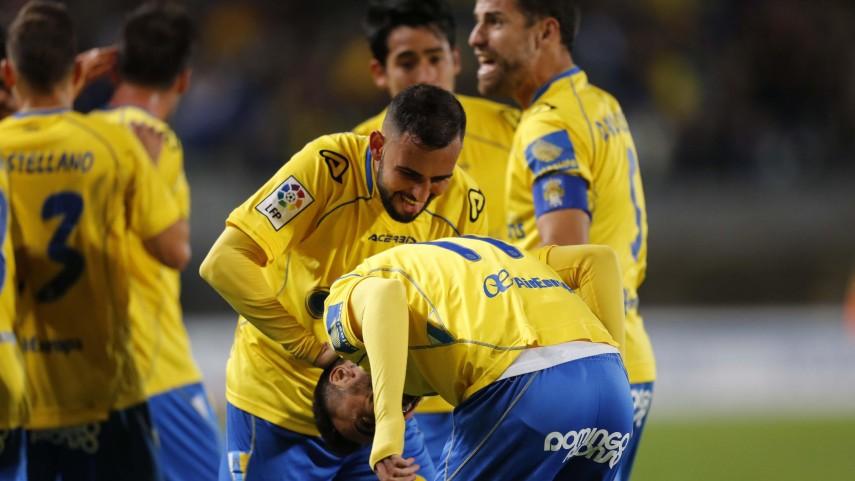 Las Palmas defiende el liderato a base de remontada