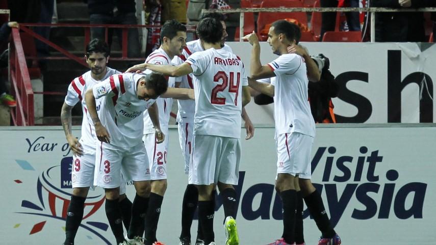 El Sevilla no cede ante un combatiente Espanyol