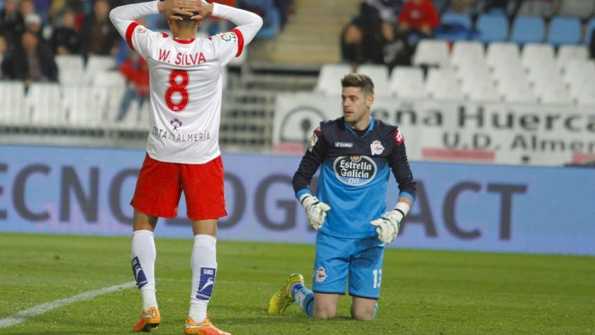 El Almería sobrevive al Deportivo