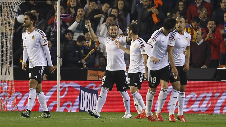 Parejo y Alcácer sostienen al Valencia