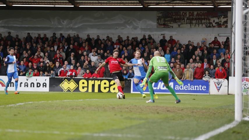 El Sabadell aguanta el tirón y saca un punto de Anduva