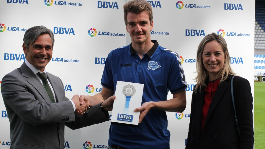 BBVA Prizes: Manu Barreiro, best player in the Liga Adelante in March