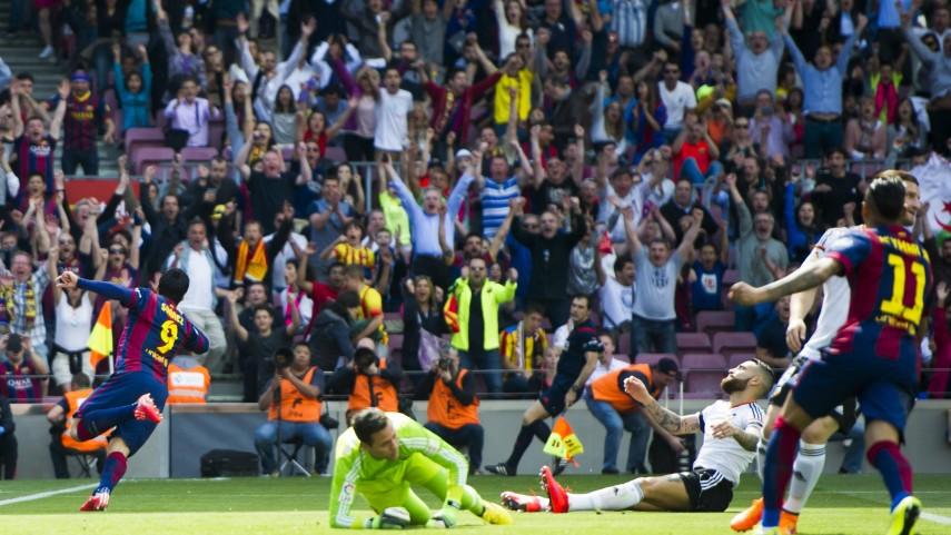 Luis Suárez y Messi sentencian al Valencia