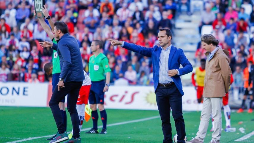 El Almería renueva a Sergi Barjuan