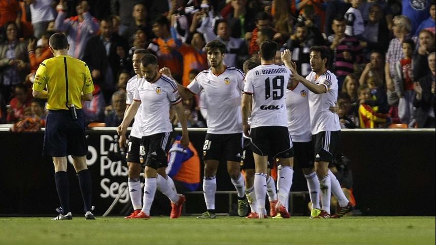 El Valencia golea y recupera la cuarta plaza