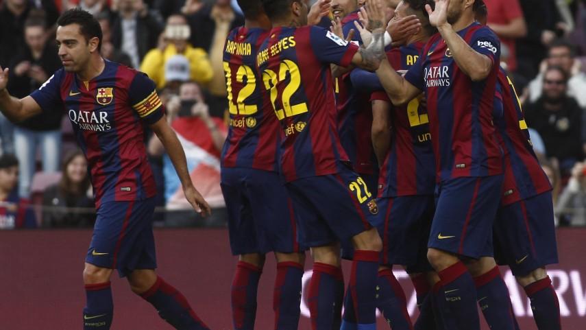 El FC Barcelona golea y mantiene el liderato