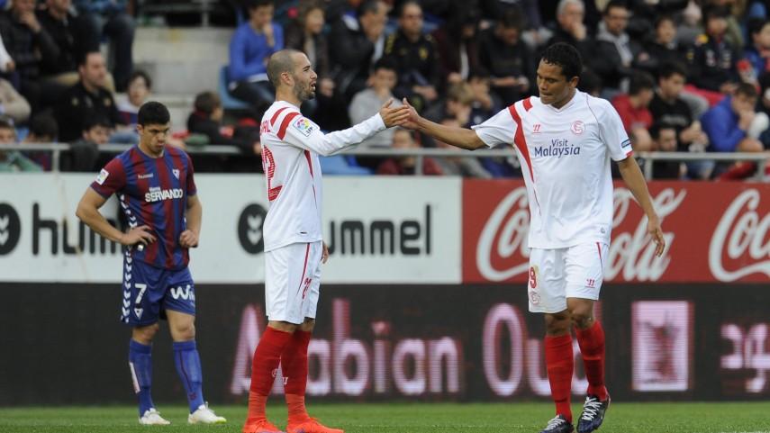 Reyes y Bacca lideran al Sevilla en Ipurua