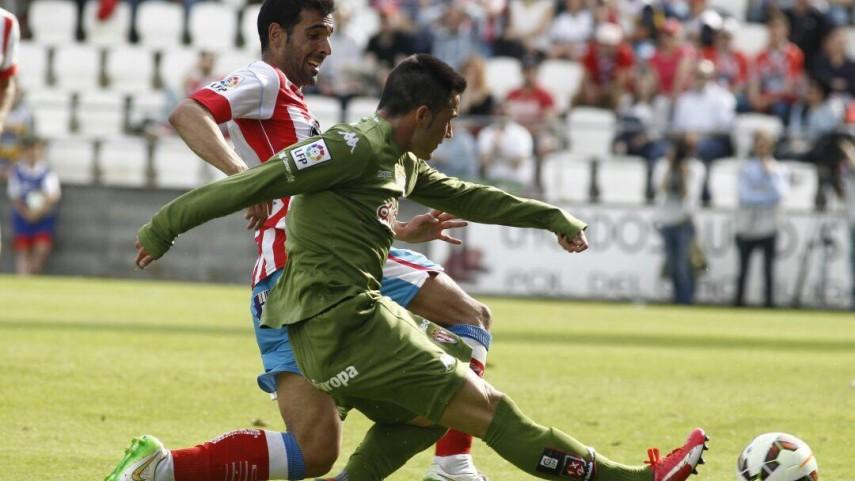 El Sporting no pierde la estela del ascenso directo
