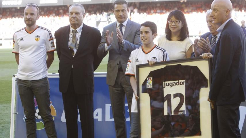 La afición del Valencia CF recibe el premio 'Jugador Número 12'