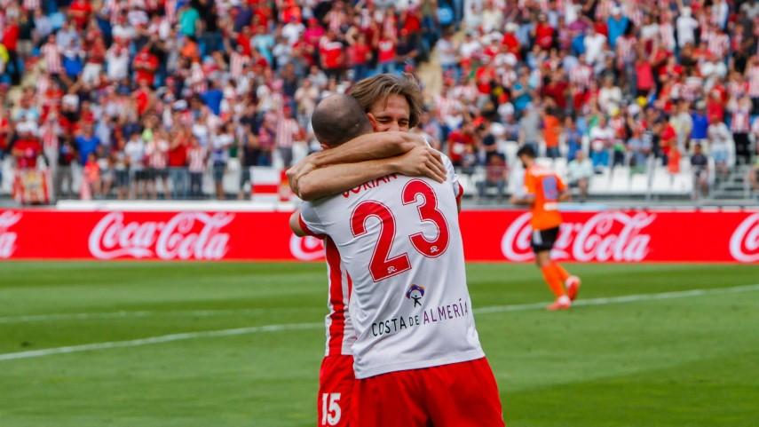 El Almería renueva a sus dos referentes