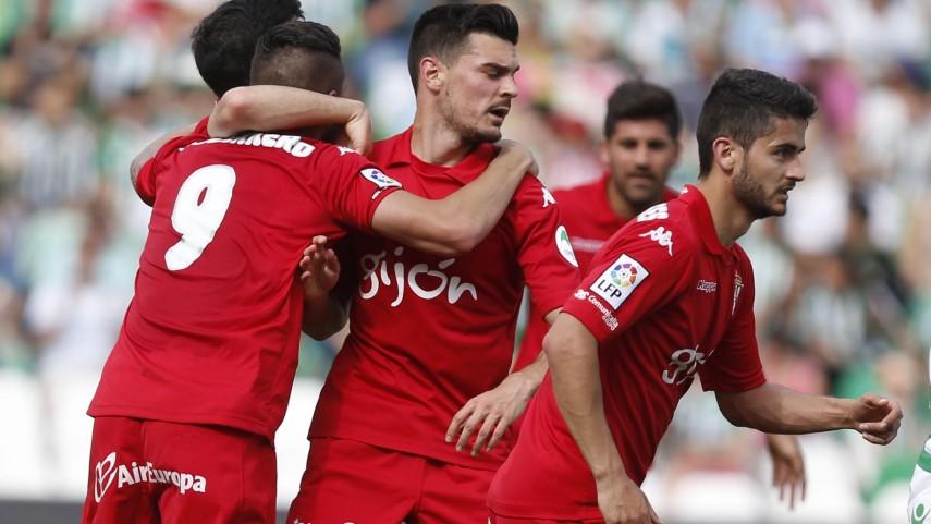 El Sporting vence y logra el ascenso directo