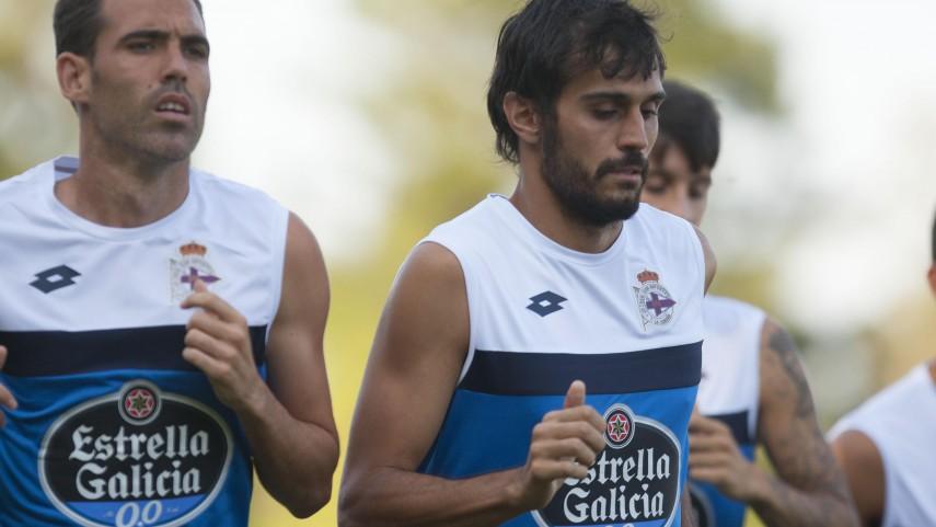 El RC Deportivo de La Coruña empieza por la defensa