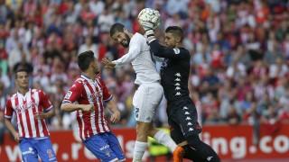 Cuéllar frena al Real Madrid en El Molinón