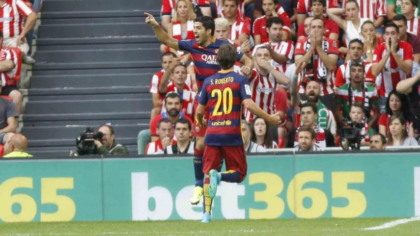 Luis Suárez da los primeros tres puntos al FC Barcelona