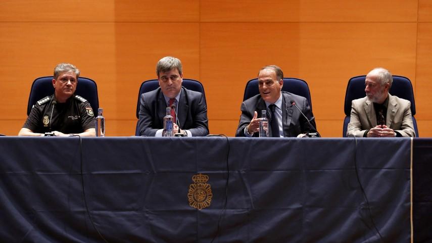 Tebas y Cardenal clausuran el IV Seminario de Seguridad e Integridad en el fútbol profesional