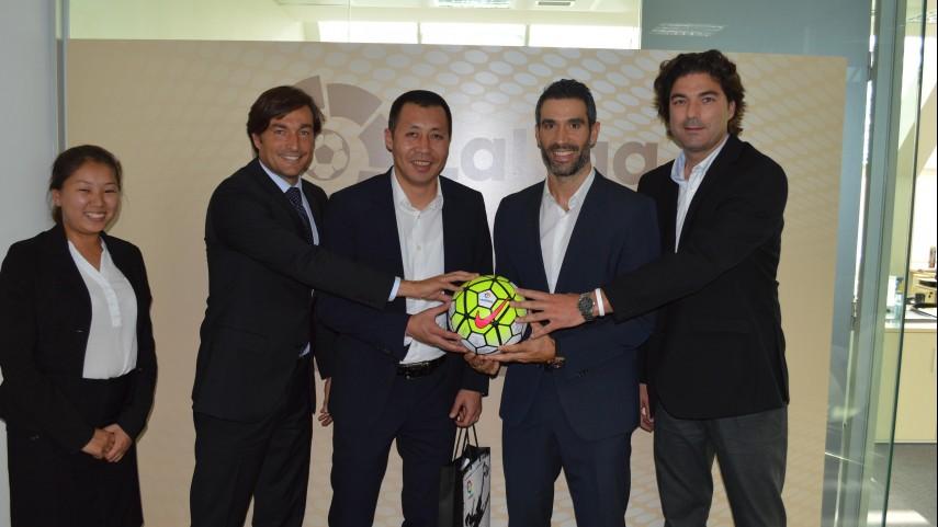 La Federación de fútbol de Kirguistán visita LaLiga