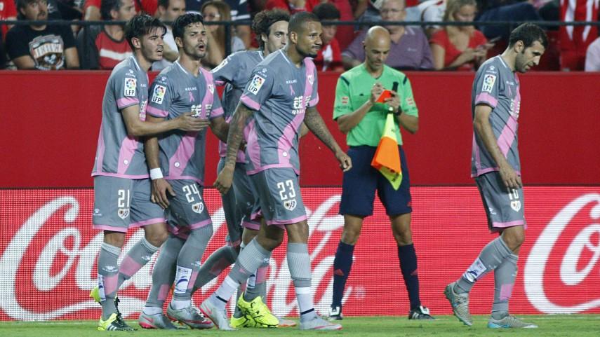 El Rayo Vallecano lucirá su franja rosa contra el cáncer en el Camp Nou