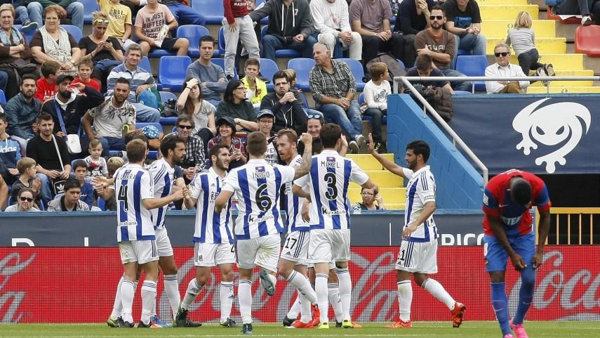 La Real Sociedad golea a domicilio al Levante