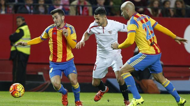 Segunda expulsión en el Valencia CF, Javi Fuego abandona el terreno de juego