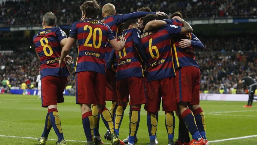 Un mágico FC Barcelona conquista el Santiago Bernabéu
