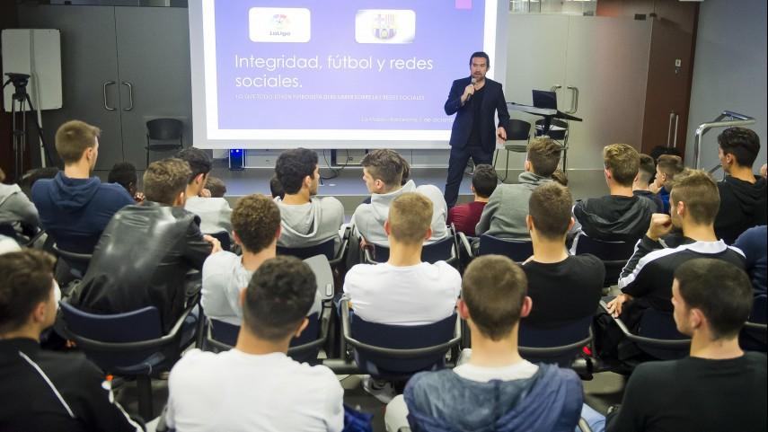 Taller de Integridad y Redes sociales con las categorías inferiores del FC Barcelona