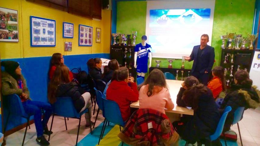 El Oviedo Moderno estrena los talleres de Integridad en la Primera División Femenina