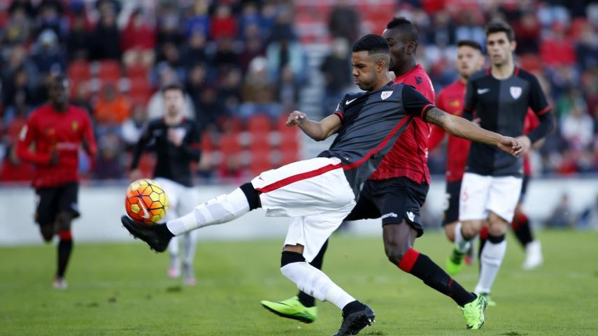 El Alavés afianza el liderato y el Bilbao Athletic vuelve a la senda del triunfo